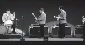 rock, band, music, wipeout, iconic, amazing, theventures, surfing, crowd, stage, performance, talented, past, classic, unbelievebale, song,