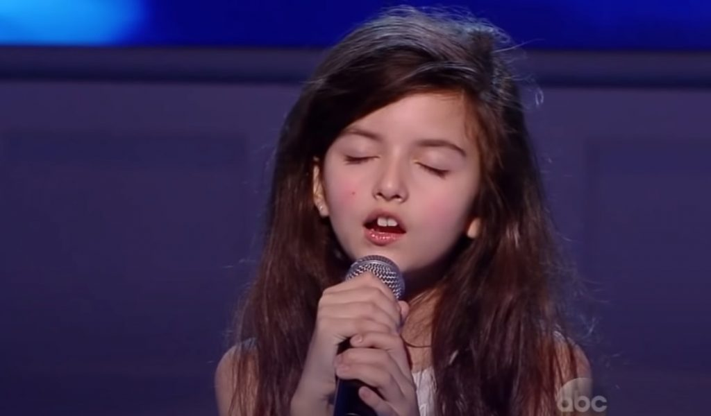 singer, talent, show, amazing, little, girl, famous, crowd, audience, performance, guitar, amazing, talented, gifted, inbelievable,