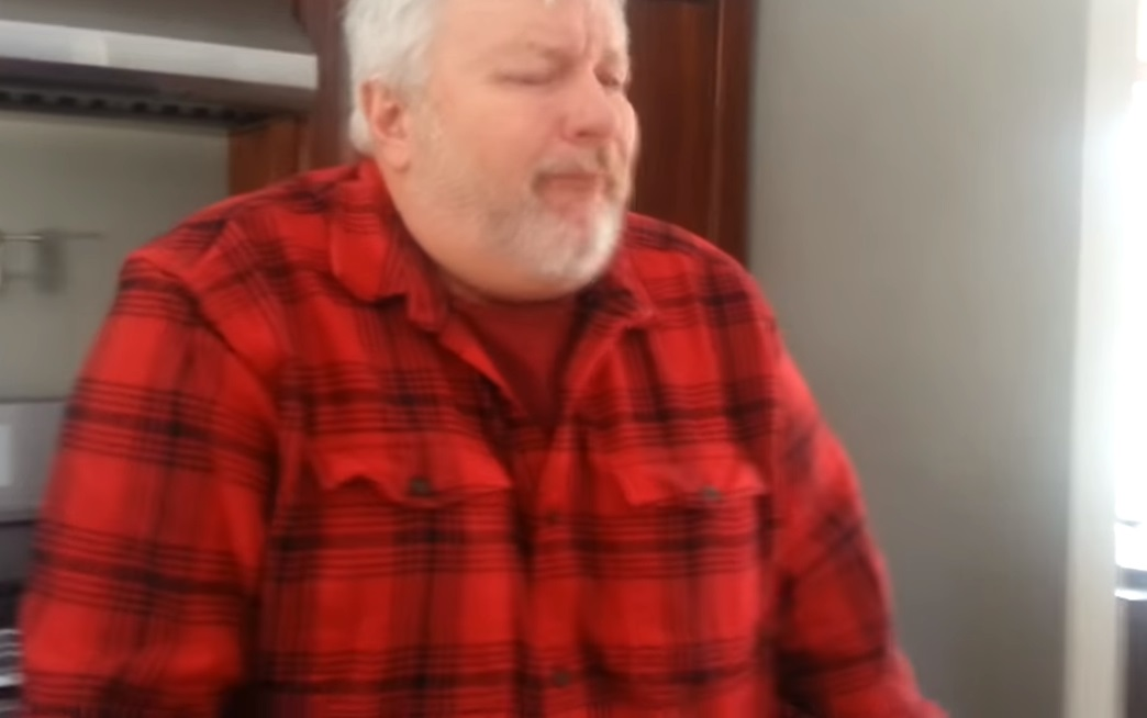 funny, video, home, wife, husband, smell, parfum, kitchen, hysterical,